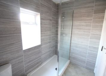 Thumbnail 2 bedroom flat to rent in Rothesay Road, Luton