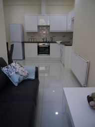 Thumbnail 3 bed flat to rent in Clarendon Place, Leeds