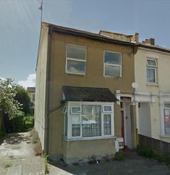 Thumbnail 1 bed flat to rent in Windsor Road, Westcliff-On-Sea
