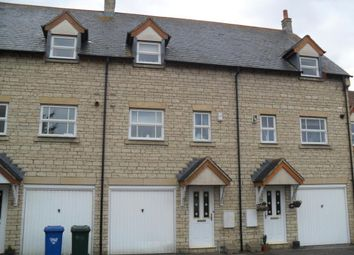 3 bed town house to rent in Lucerne Avenue, Bicester OX26