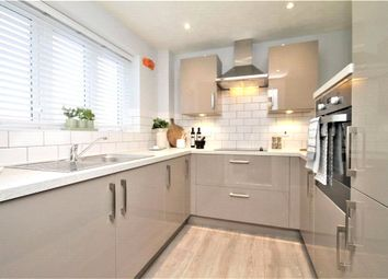Thorpe Road, Staines-Upon-Thames, Surrey TW18. 2 bed flat for sale