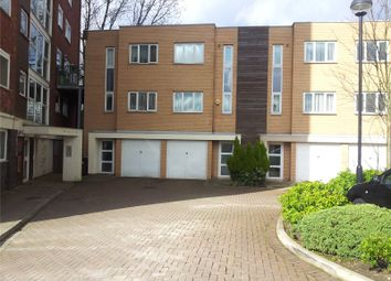 3 bed parking/garage to rent in Lakeside Rise, Manchester, Greater Manchester M9