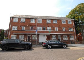 3 bed maisonette to rent in Silverthorne, Battersea SW8