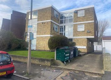 2 bed flat to rent in Beresford Road, Chingford, Chingford E4