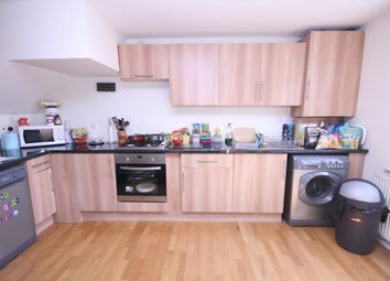 Thumbnail 3 bed flat to rent in Hartham Road, Holloway