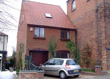 Thumbnail 2 bed detached house to rent in Sedgley Road, Wolverhampton