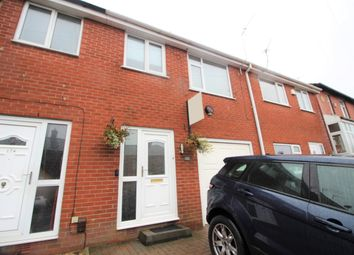 Thumbnail 1 bed flat to rent in Stamford Road, Oldham