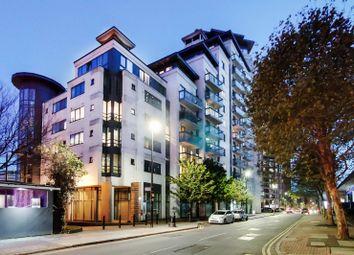 City Tower, Canary Wharf, London E14. 1 bed flat for sale