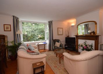 Lower Road, Grayswood, Haslemere GU27. 2 bed flat