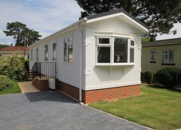 Thumbnail 2 bed mobile/park home for sale in Maidenhead Road, Windsor