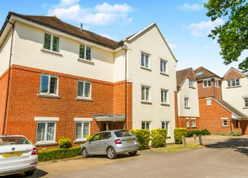 Thumbnail 2 bed flat to rent in Hill View, Dorking