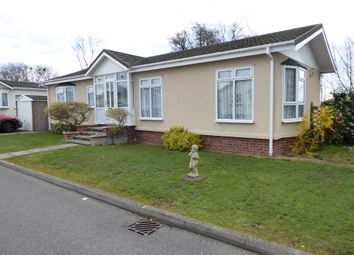 2 bed mobile/park home for sale in Marina View, Dogdyke, Coningsby, Lincolnshire LN4