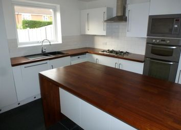 Thumbnail 3 bedroom flat to rent in Broadwater Crescent, Welwyn Garden City