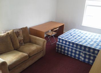 Thumbnail 3 bed flat to rent in Cardigan Road, Hyde Park, Leeds