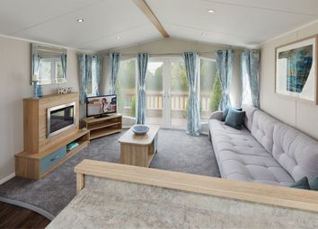 2 bed mobile/park home for sale in Warwick Road, Stratford-Upon-Avon CV37