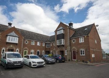 Thumbnail 3 bedroom town house for sale in Yew Lane, Reading
