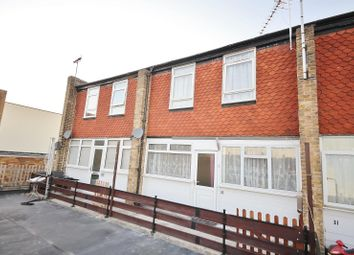 3 bed maisonette to rent in St. Johns Way, Corringham, Essex SS17