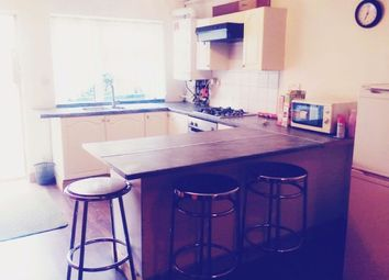 Thumbnail 2 bed flat to rent in Chatsworth Cres, Hounslow