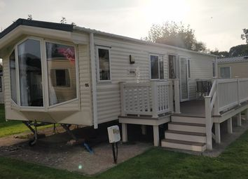 2 bed mobile/park home for sale in Hoburne Lane, Highcliffe, Christchurch BH23