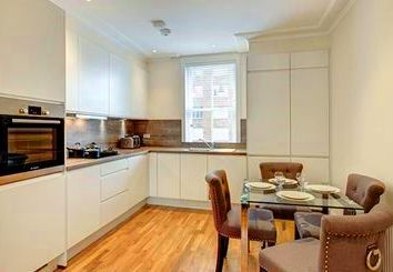 Thumbnail 1 bed flat to rent in Ravenscourt, London