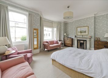 Frithville Gardens, London W12. 6 bed terraced house for sale