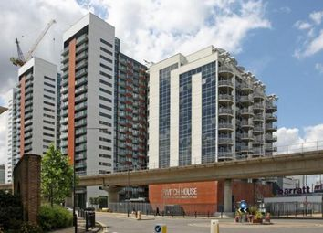 Thumbnail 2 bed flat to rent in Switch House, Blackwall Way, Canary Wharf, London