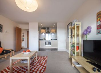 3 bed flat to rent in Ajax Avenue, London NW9
