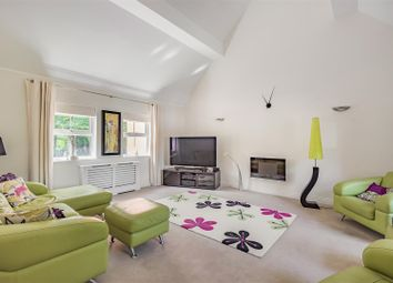 3 bed town house for sale in Waterloo Road, Crowthorne, Berkshire RG45
