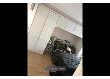 Thumbnail Room to rent in Earlswood Garden, Clayhall, Ilford