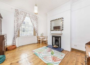 Thumbnail 4 bed flat to rent in Acton Street, London