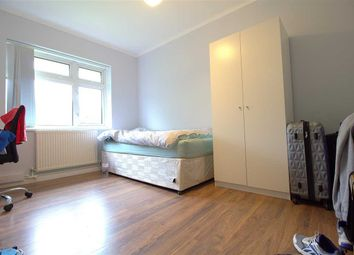 Thumbnail Room to rent in Ravensbourne Gardens, Clayhall, Ilford