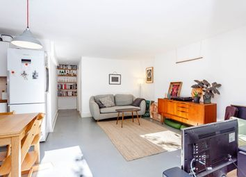 Ickburgh Road, London E5. 2 bed flat for sale
