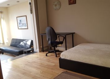 Thumbnail Room to rent in Locket Road, Harrow