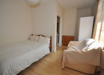 Thumbnail Room to rent in Richmond Road, Ilford