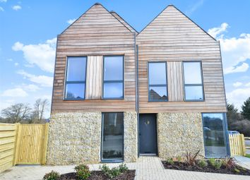 Thumbnail 4 bedroom detached house to rent in Fulbeck Avenue, Worthing
