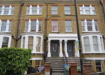 2 bed flat to rent in The Gardens, London SE22