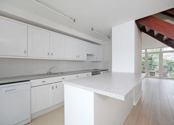 3 bed flat to rent in Edinburgh Gardens, Windsor SL4