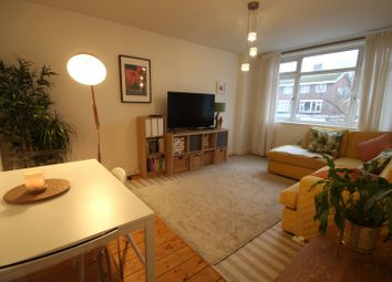 2 bed flat to rent in High Road, Loughton IG10