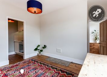 Gibson Gardens, London N16. 1 bed flat for sale