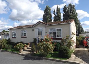 Thumbnail 2 bed mobile/park home for sale in Crays Hill, Billericay, Essex