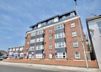 2 bed flat to rent in Highland Road, Southsea PO4