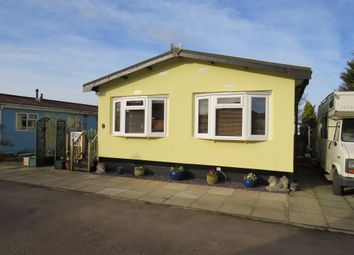 Thumbnail 2 bedroom mobile/park home for sale in Park Way, Marston, Oxford