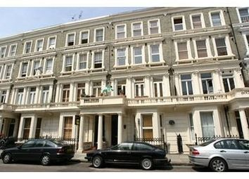 2 bed flat to rent in Barons Court Road, London W14