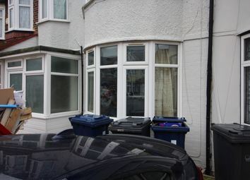 2 bed flat to rent in Ascot Gardens, Southall UB1