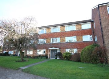Thumbnail 2 bed flat to rent in High Street, Bushey
