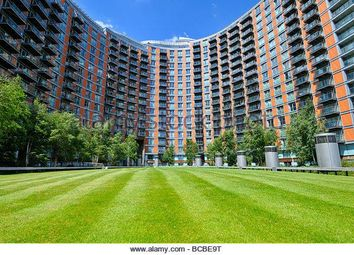 Thumbnail 1 bed flat to rent in New Providence Wharf, 1 Fairmont Avenue, Blackwall, Canary Wharf, London
