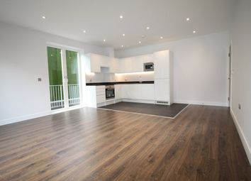 Thumbnail 2 bed flat to rent in Aldenham Road, Bushey