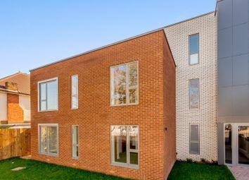 Thumbnail 1 bed flat to rent in Green Lane, Shepperton