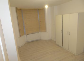 3 bed property to rent in Mead Road, Edgware HA8