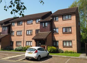 Thumbnail 2 bed flat for sale in Drum Mead, Petersfield